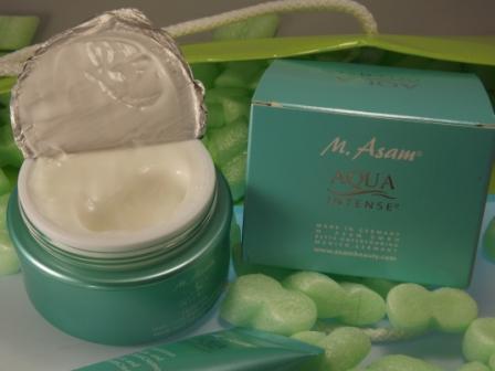 Aqua Intense spendet und bewahrt Feuchtigkeit