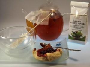 Tee beim Ziehen in der Teekanne