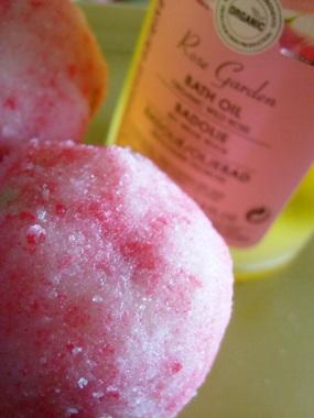 Badekugel mit Rosenöl