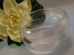 Seifenschnitzen in heißem Wasser aufgelöst