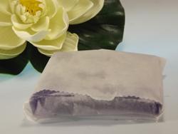 Zur Aufbewahrung trockene Seife in Transparent einschlagen