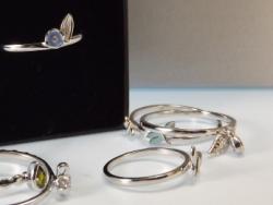 Einfache Ringe als Silberschmuck jeden Tag tragbar
