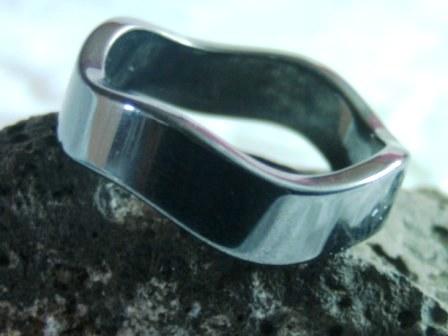Hämatit-Ring im Wellenschliff