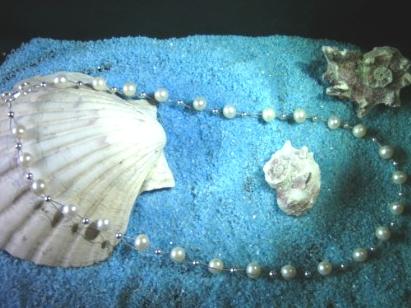 Perlenkette auf Silberdraht