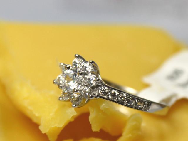 Silberring in Diamantseife