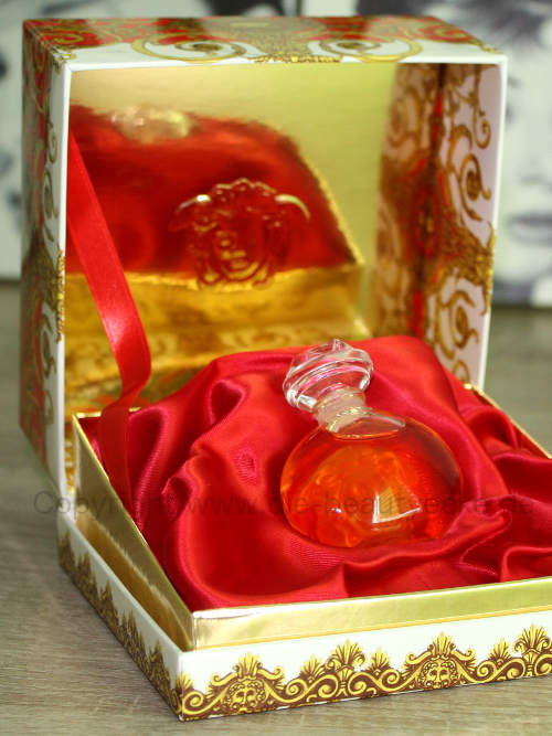 Parfümbox mit dem Damenparfüm Versace Blonde Extrait
