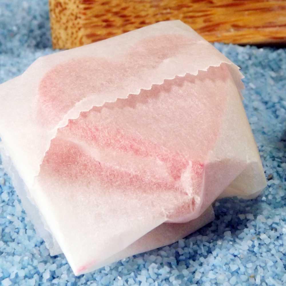 Seife in Butterbrotpapier einwickeln und staubfrei aufbewahren